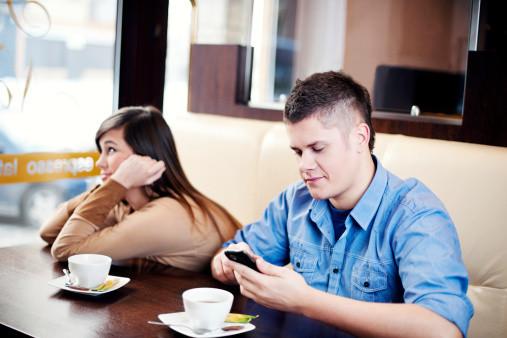 楽し気な初デートの後にいくら待っても相手から連絡が来ない理由