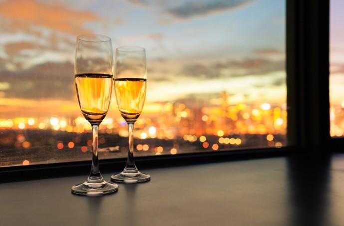 いきなり「飲みに行こう」など遊びに誘う男性の本当の目的とは対処法