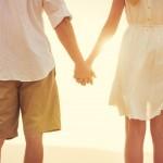 付き合う前のデートで女性から好きな人と手をつなぐベストなタイミングとは