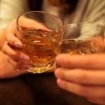 飲み会やサシ飲みで使える女性が男性を落とす5つのアプローチ方法