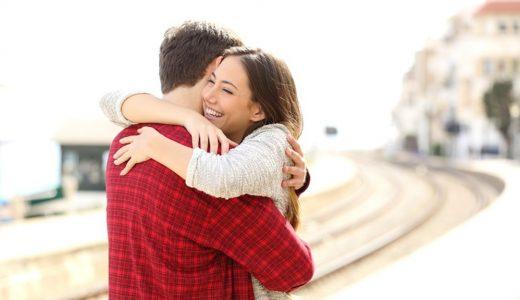 付き合ってない男性に女性からハグはあり?効果的な3つのタイミング